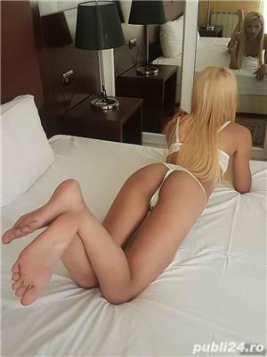 Escorte sexy: Blonda miniona calea victoriei